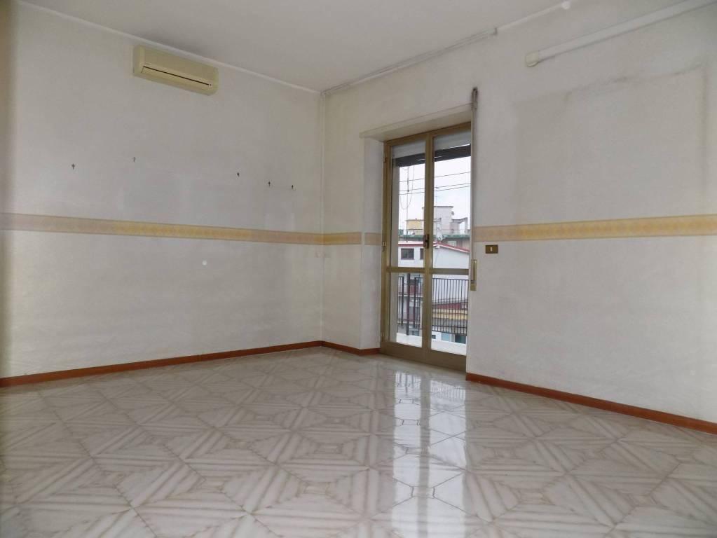 In pieno centro, 2 vani ed accessori ad un piano alto.