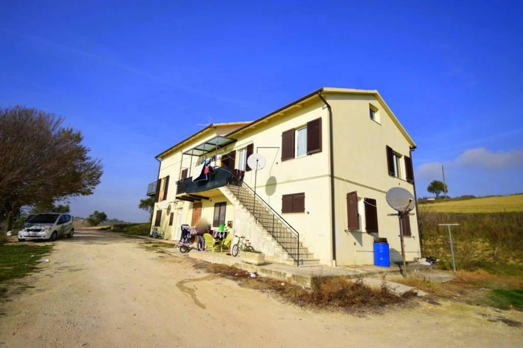 Casa Indipendente in buone condizioni parzialmente arredato in vendita Rif. 8909099