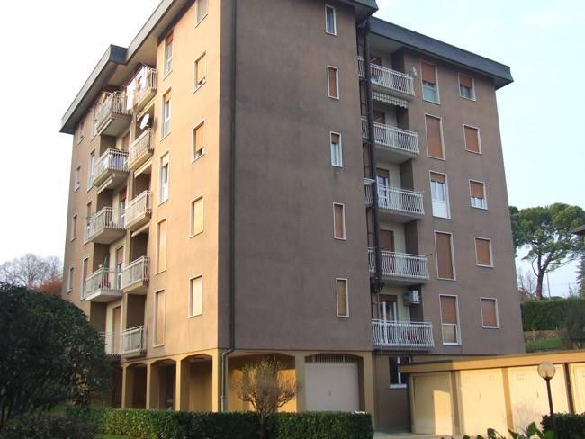 Appartamento in buone condizioni arredato in vendita Rif. 8911034
