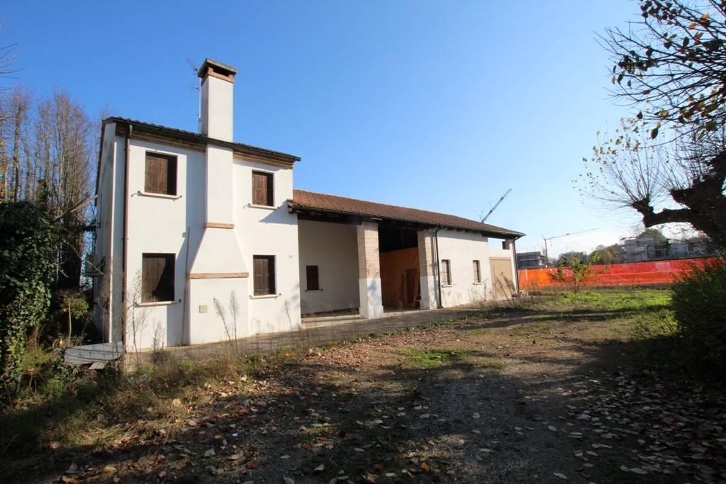 Rustico / Casale da ristrutturare in vendita Rif. 8910049