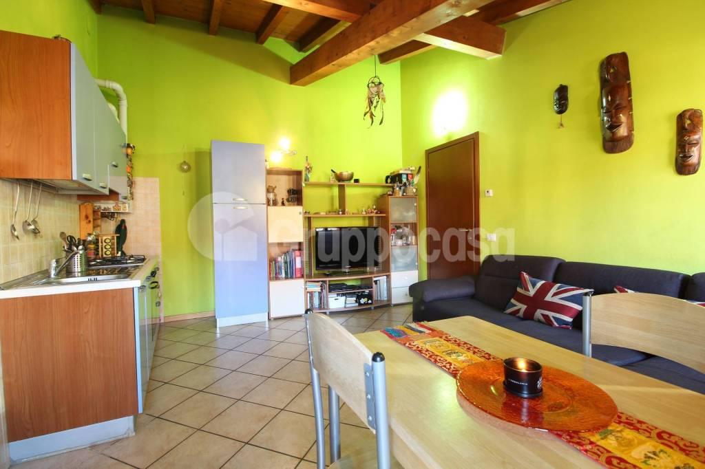 Appartamento in buone condizioni arredato in vendita Rif. 8908875