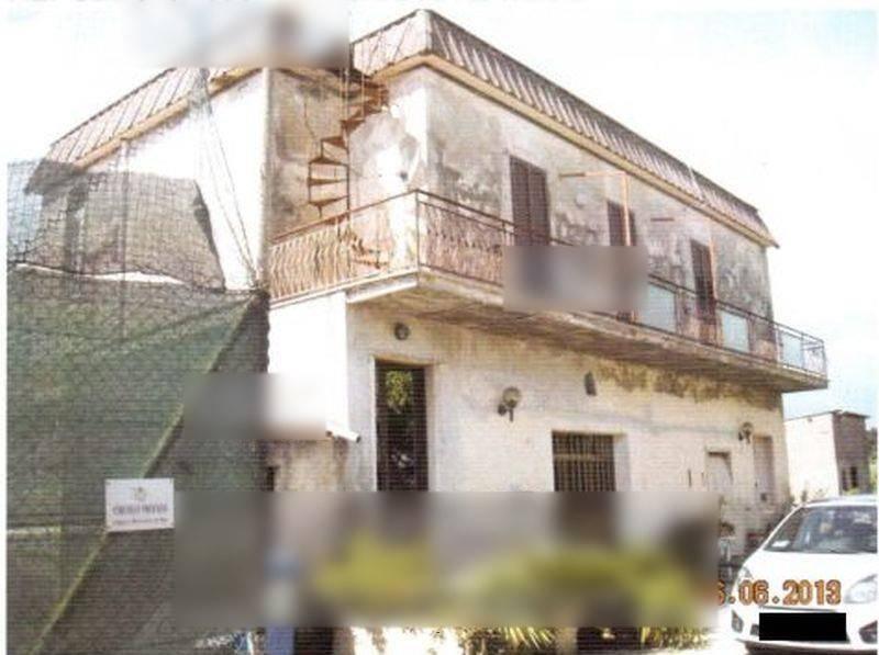 Appartamento in buone condizioni parzialmente arredato in vendita Rif. 8911214