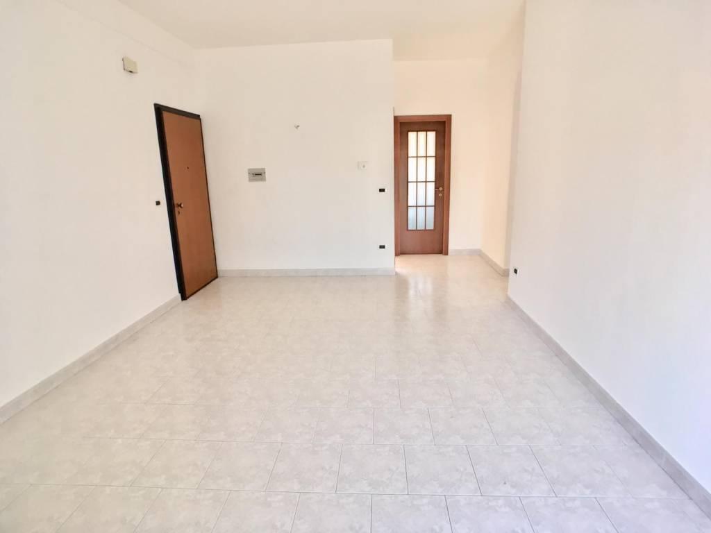 Appartamento in buone condizioni in vendita Rif. 8898236