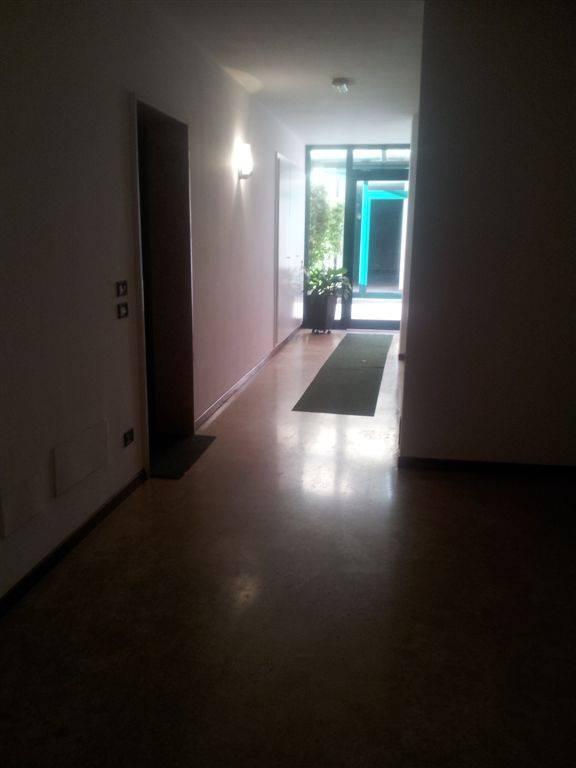 Appartamento in buone condizioni in vendita Rif. 8911936