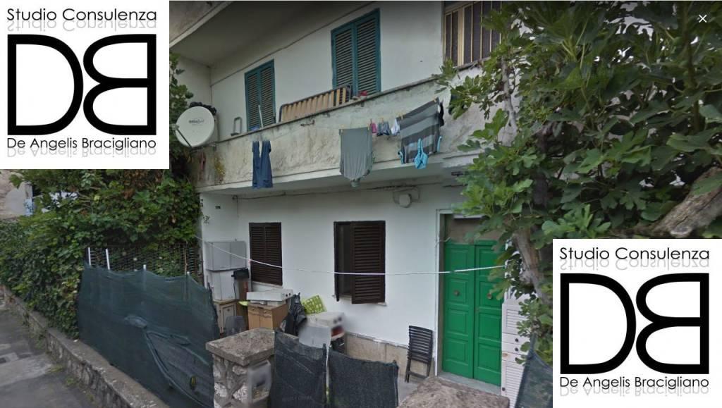 Appartamento in buone condizioni parzialmente arredato in vendita Rif. 8911219
