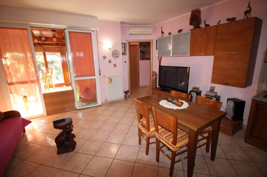 Appartamento in buone condizioni in vendita Rif. 8910802