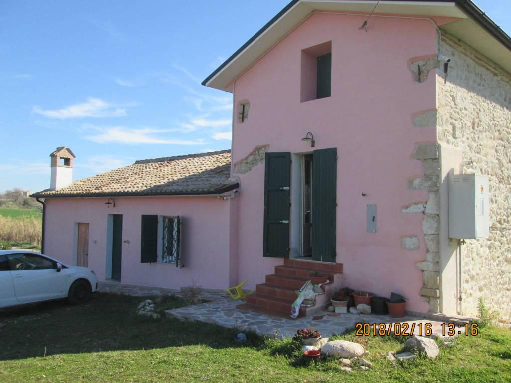 Rustico / Casale in buone condizioni in vendita Rif. 8910940