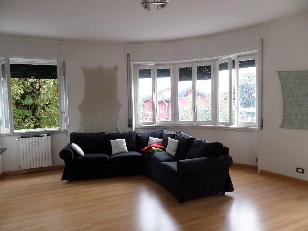 Appartamento in vendita a Cabiate, 3 locali, prezzo € 90.000   CambioCasa.it