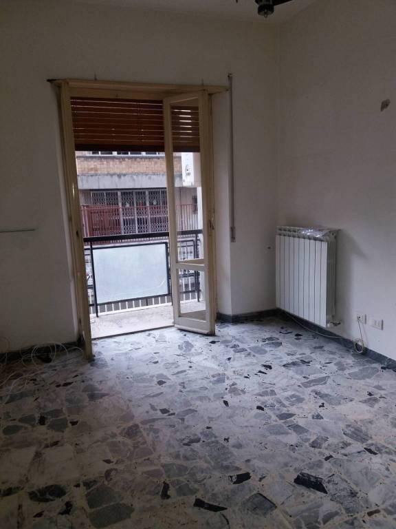 Appartamento in buone condizioni in affitto Rif. 8922156