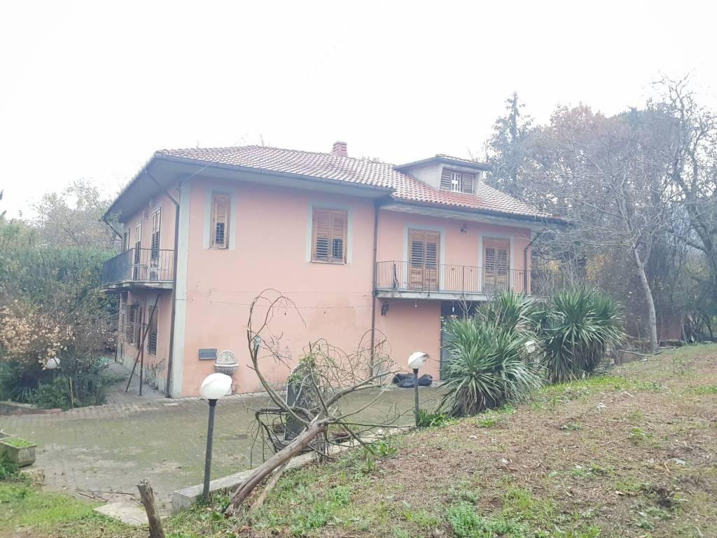 Villa da ristrutturare in vendita Rif. 9139808