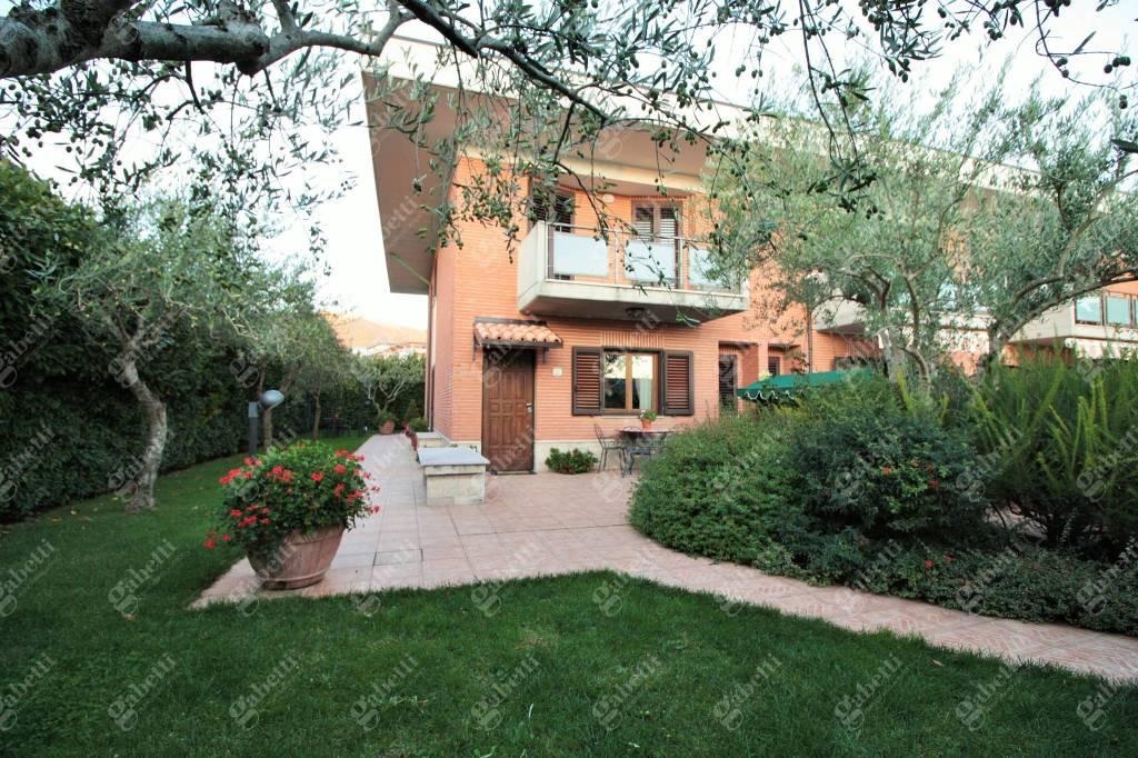Villetta a schiera in buone condizioni in vendita Rif. 8923835