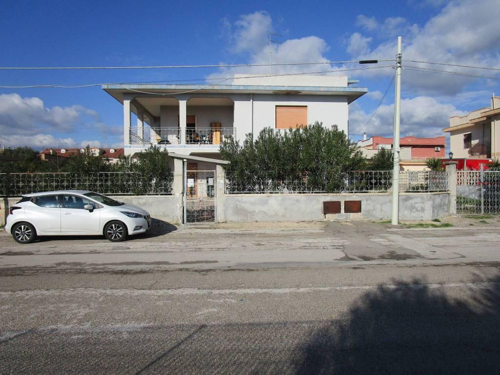Appartamento in buone condizioni in vendita Rif. 8921431