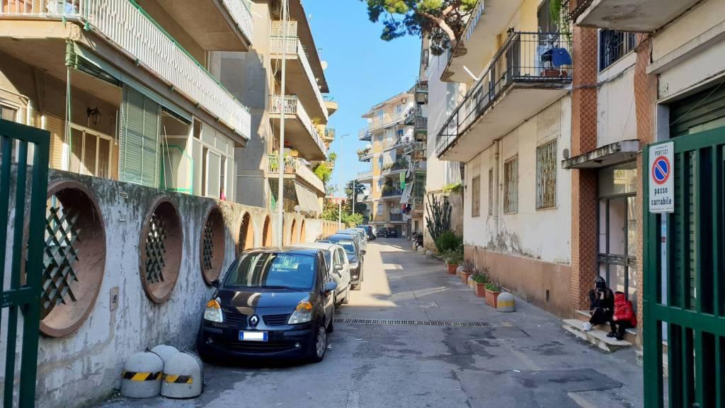 Appartamento in buone condizioni in affitto Rif. 8923144