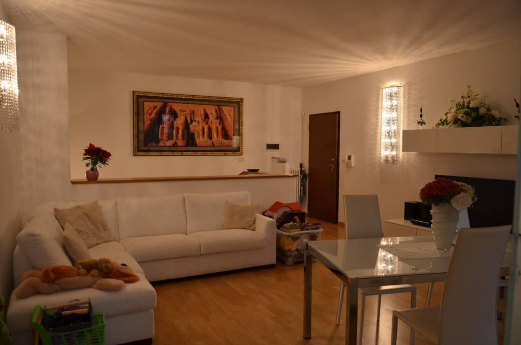 Appartamento in ottime condizioni parzialmente arredato in vendita Rif. 8923389