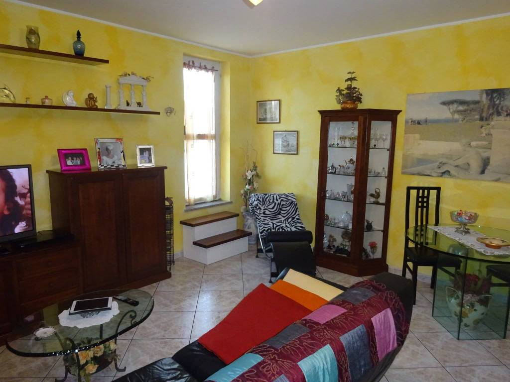 Appartamento in buone condizioni in vendita Rif. 8923741