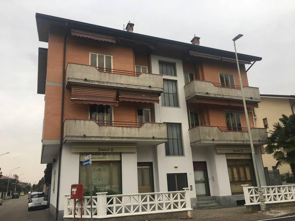 Appartamento in buone condizioni in affitto Rif. 8921578