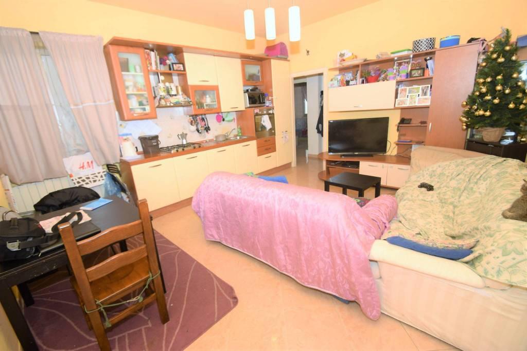 Appartamento in buone condizioni in vendita Rif. 8926587