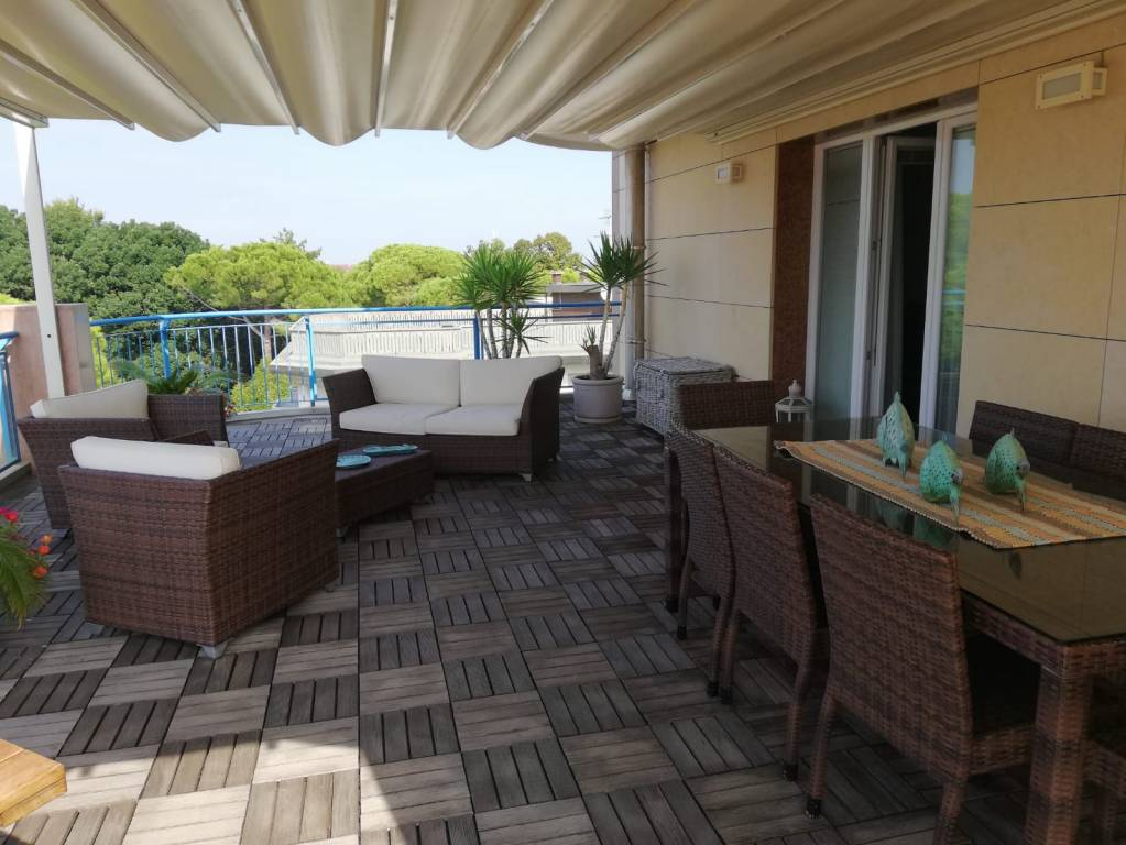 Appartamento in ottime condizioni arredato in vendita Rif. 8926036