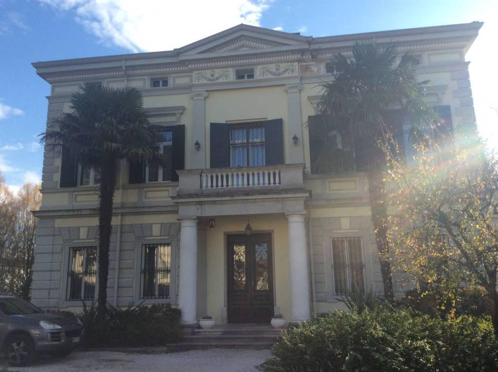 Villa in vendita a Cormons, 9 locali, prezzo € 1.500.000 | CambioCasa.it