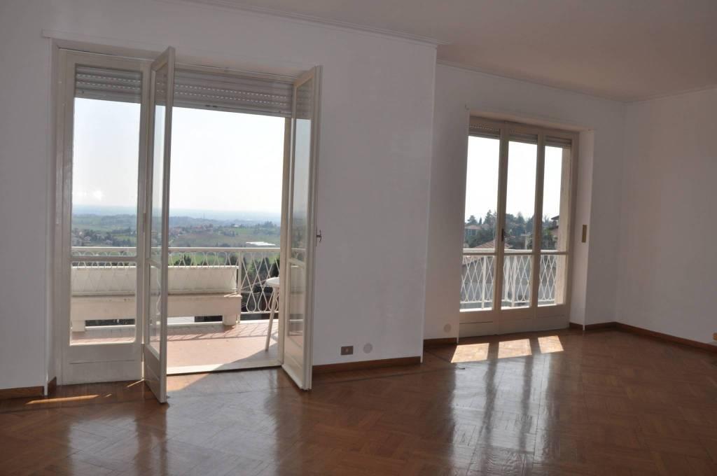 Appartamento in buone condizioni in affitto Rif. 8921597