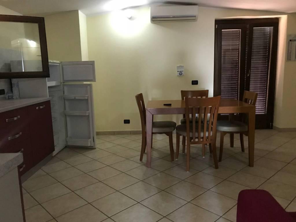 Pomezia appartamento in villa arredato