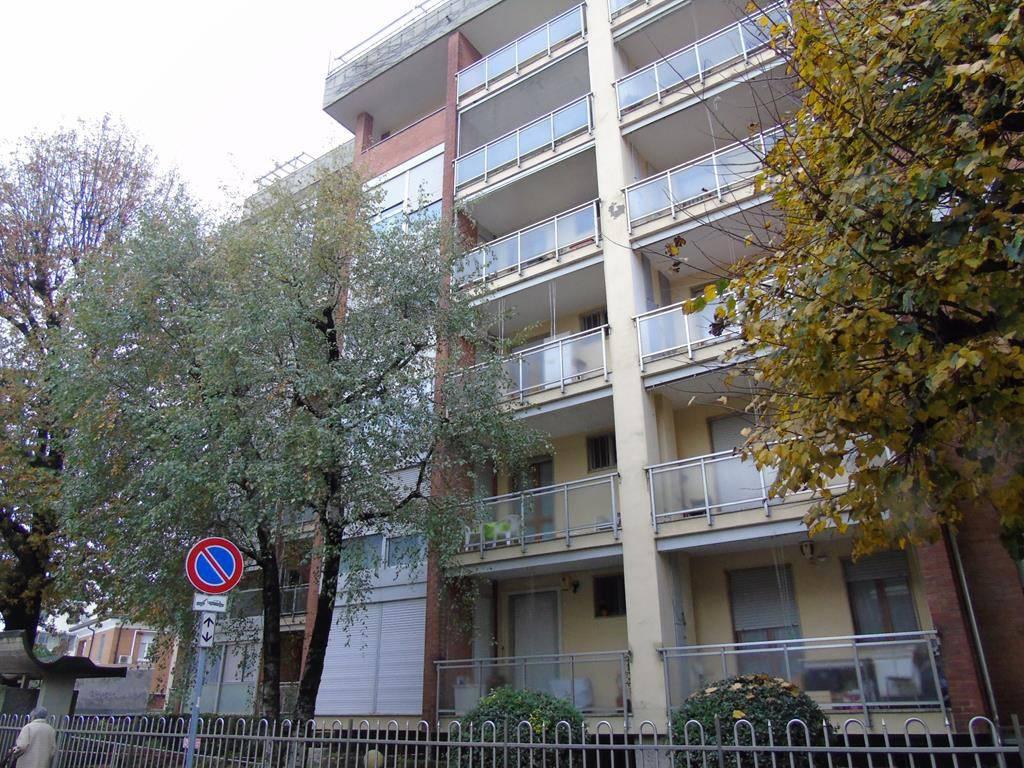 Appartamento in buone condizioni in affitto Rif. 8927393