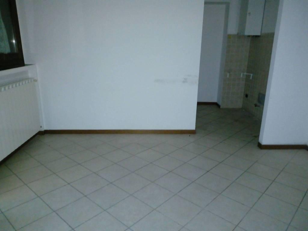 Appartamento in buone condizioni in affitto Rif. 8923873