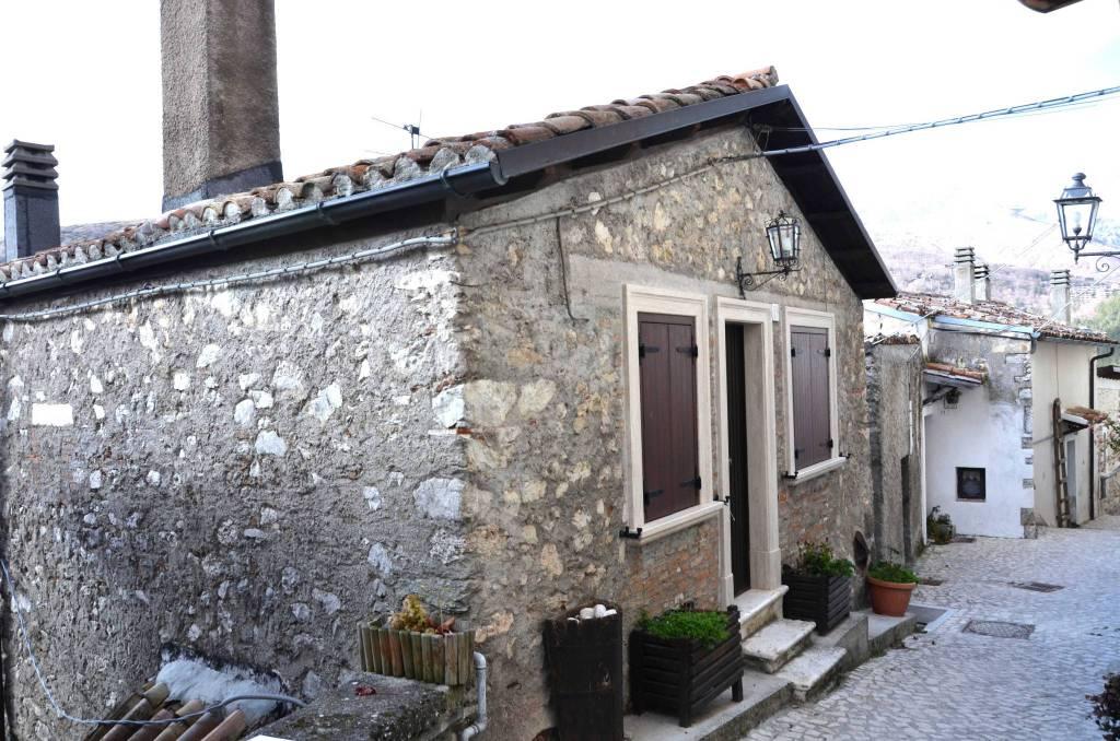 Casa Indipendente in buone condizioni arredato in vendita Rif. 8926342