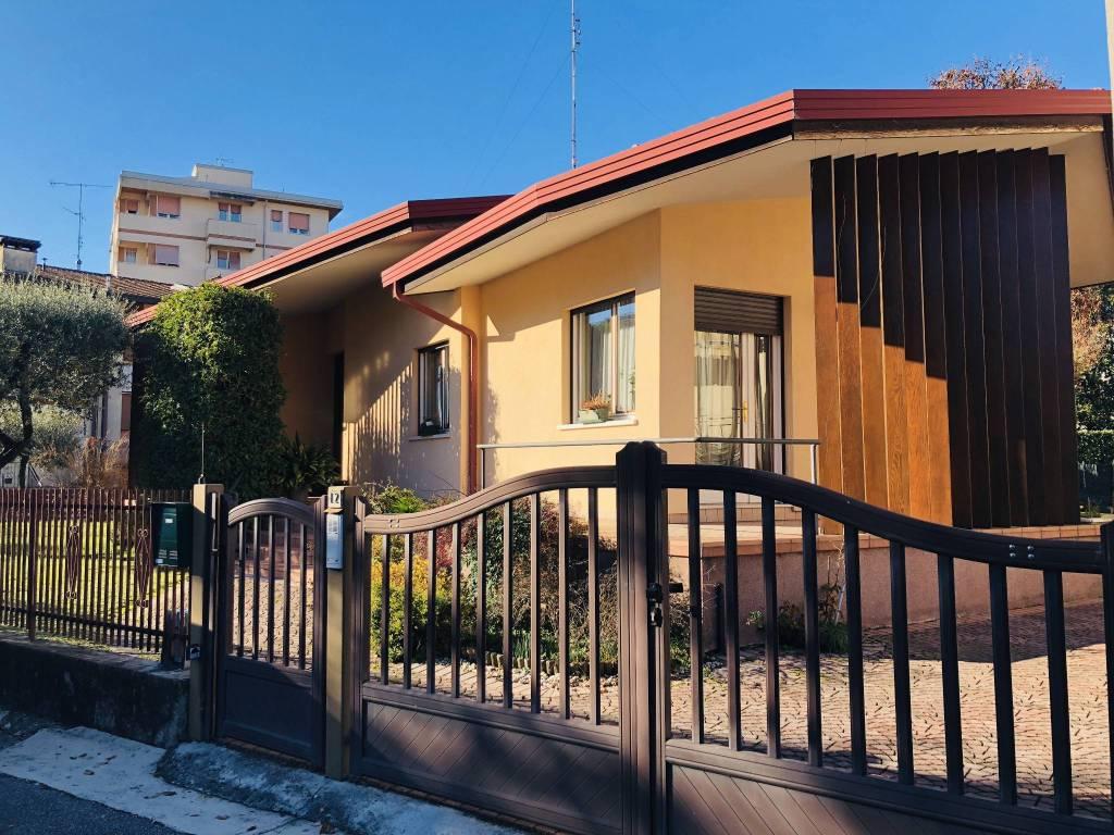 Villa in ottime condizioni parzialmente arredato in vendita Rif. 8925349