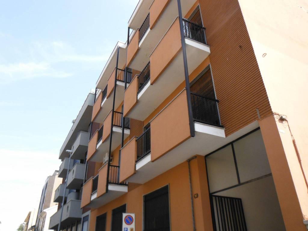 Appartamento in buone condizioni in affitto Rif. 8927395