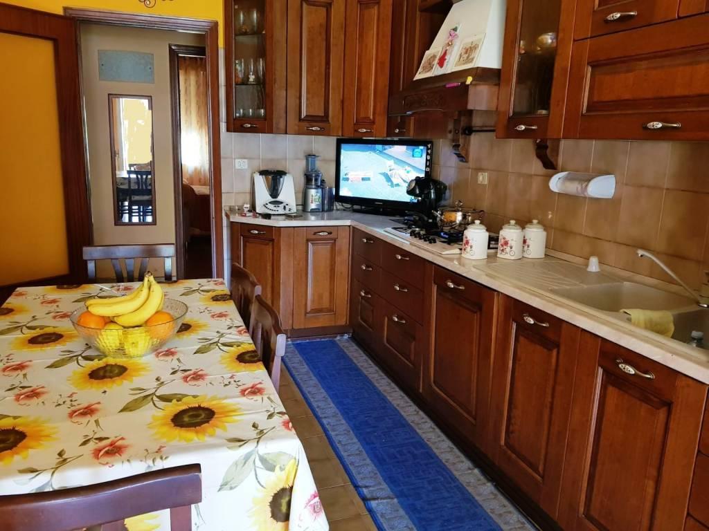 Appartamento in buone condizioni in affitto Rif. 8925347