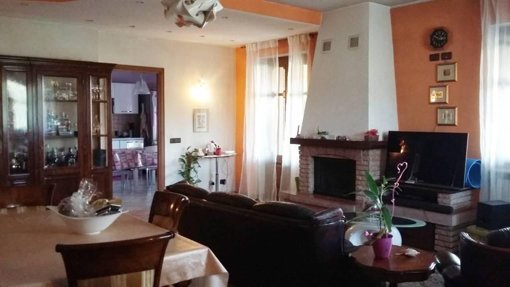 Appartamento in ottime condizioni in affitto Rif. 8921641