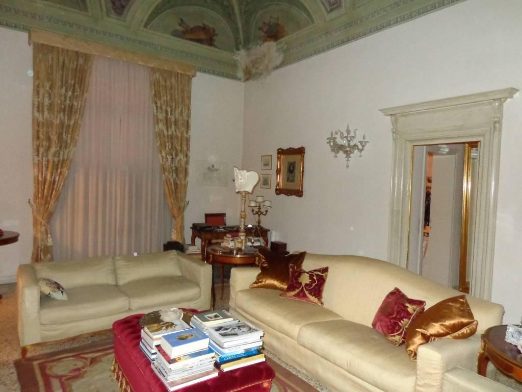 Appartamento in ottime condizioni parzialmente arredato in vendita Rif. 9332682