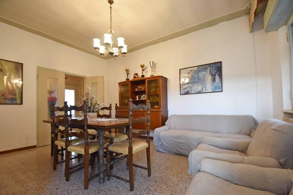 Appartamento da ristrutturare arredato in vendita Rif. 8924242