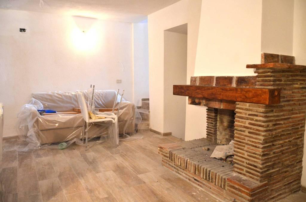 Appartamento in ottime condizioni arredato in vendita Rif. 8926343