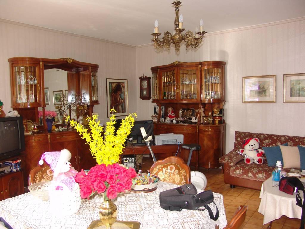 Appartamento in buone condizioni arredato in vendita Rif. 8925636