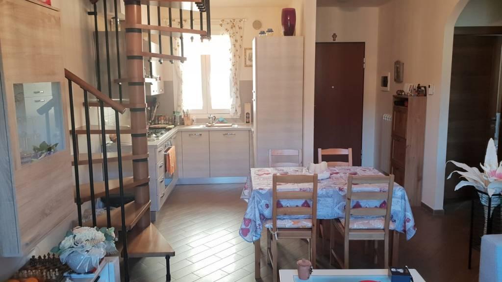 Appartamento in buone condizioni in vendita Rif. 8923652