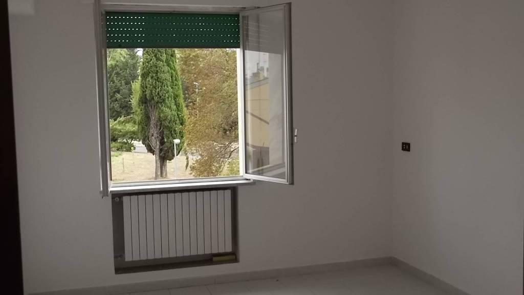 Appartamento in buone condizioni in affitto Rif. 8924646
