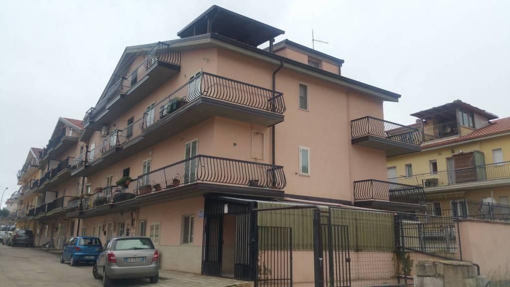 Appartamento in buone condizioni in vendita Rif. 8921693