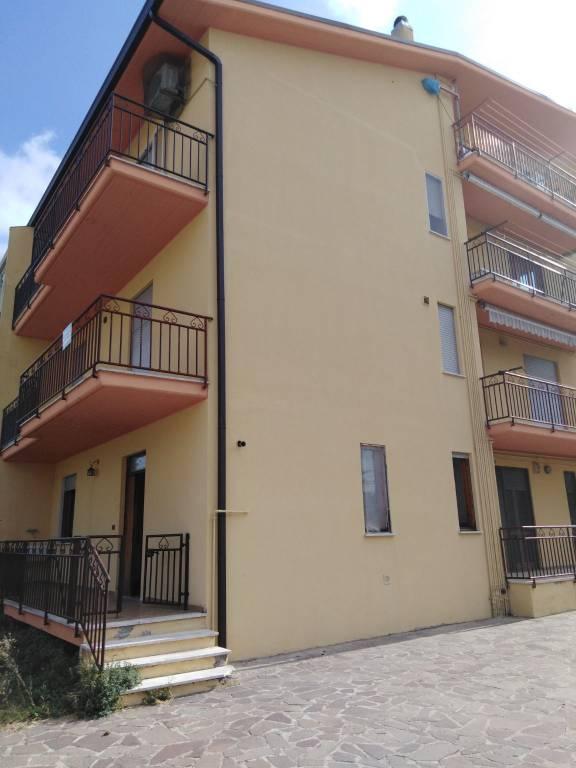 Appartamento in buone condizioni in vendita Rif. 8924408