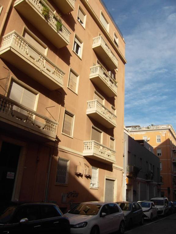Appartamento in buone condizioni in vendita Rif. 8925197