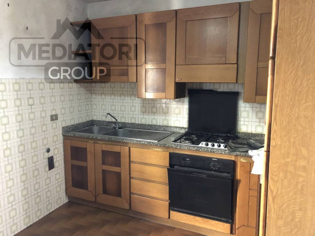 Appartamento in buone condizioni arredato in vendita Rif. 8939314