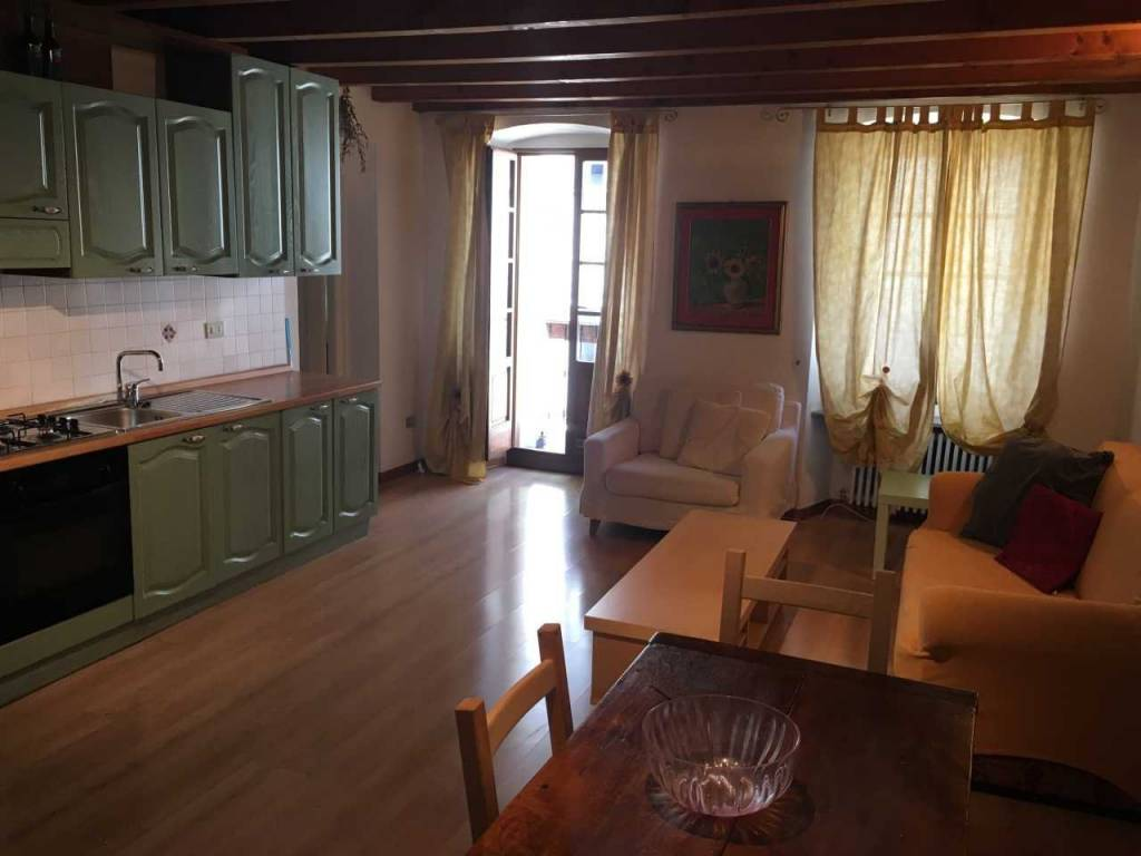 Appartamento in ottime condizioni arredato in affitto Rif. 8939478