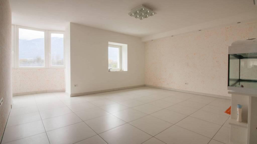 Appartamento in ottime condizioni in vendita Rif. 8938738