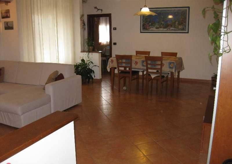 Appartamento in buone condizioni in vendita Rif. 8909402