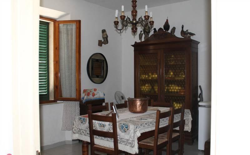 Appartamento in buone condizioni in vendita Rif. 9052225