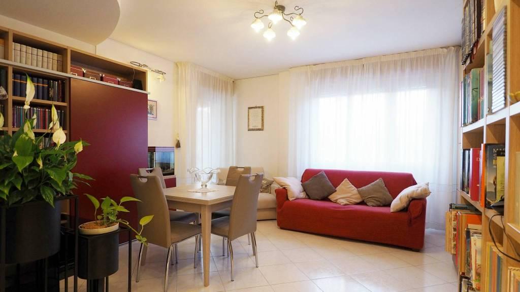 Appartamento in ottime condizioni parzialmente arredato in vendita Rif. 8937603