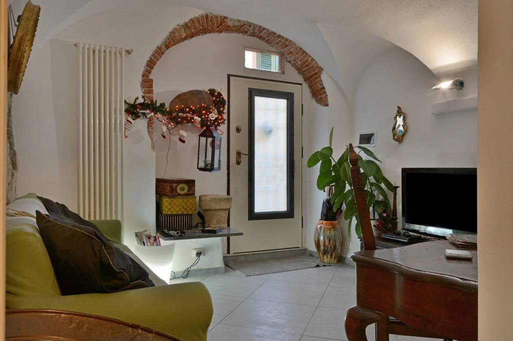 Appartamento in ottime condizioni arredato in vendita Rif. 8939005