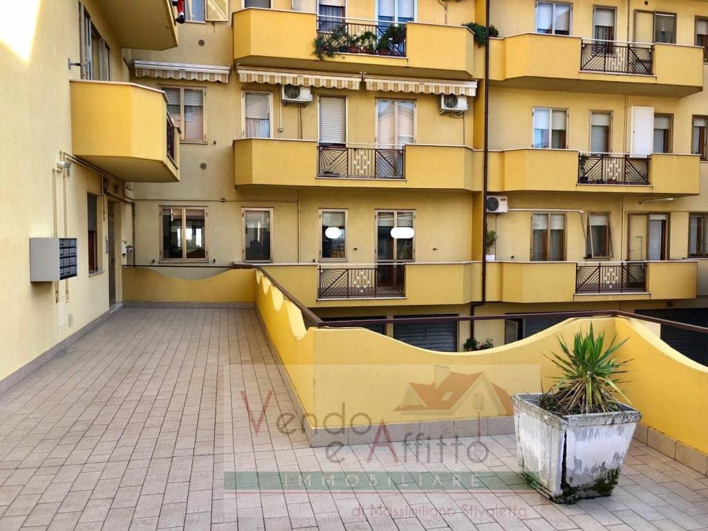 Appartamento in buone condizioni in vendita Rif. 8937058