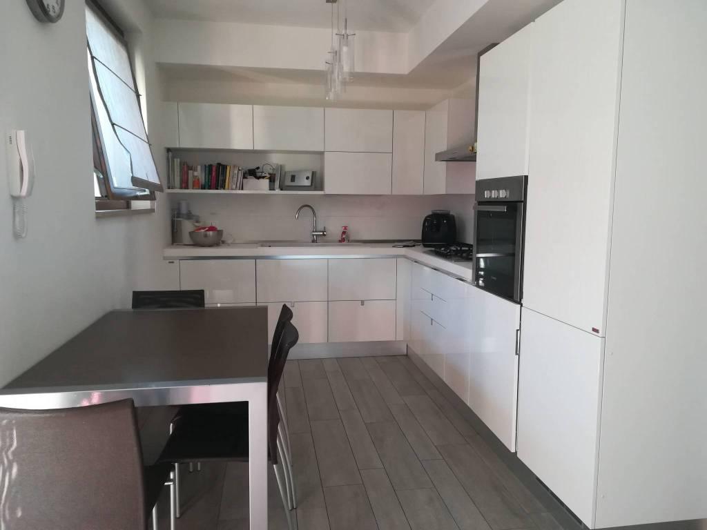 Appartamento in buone condizioni in vendita Rif. 8939490